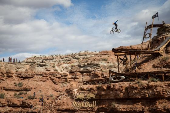 Kyle Strait - Action
